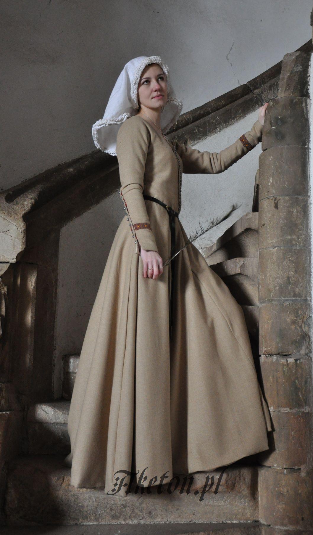 9ace249edf Suknia `mieszczańska` model 2 - AKETON